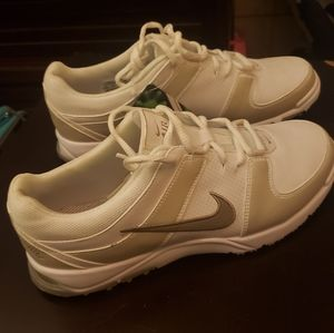 Nike golf shoes size 8 white tags attached
